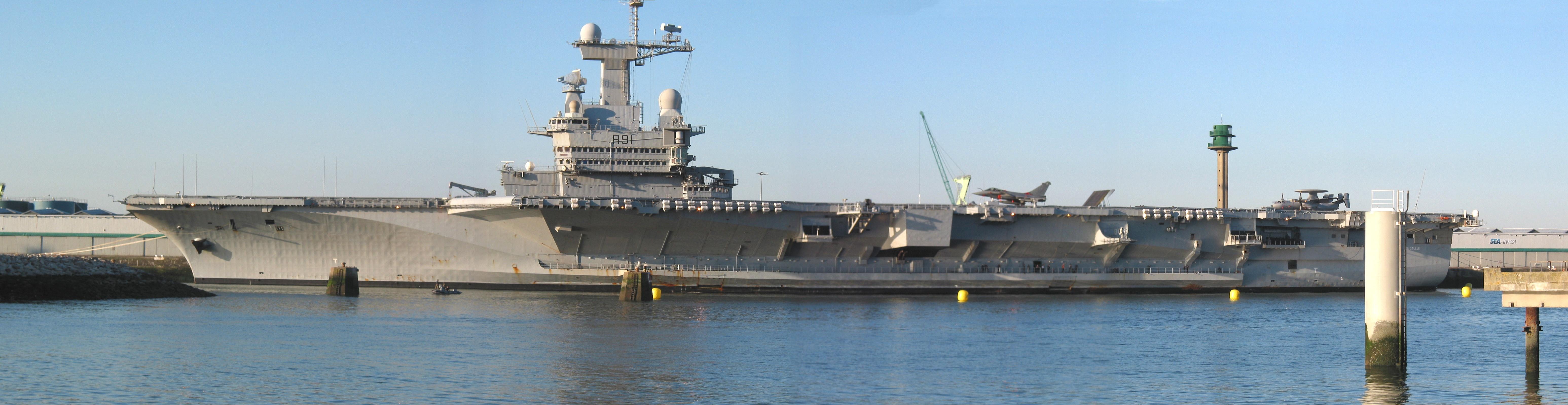 Activités spécifiques conduite des portiques et appareilleurs sur le porte-avions Charles De Gaulle